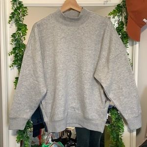 Baggy mock neck with pockets